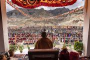 Вид на горы, окружающие школу «Спринг Дейлз», во время лекции Его Святейшества Далай-ламы. Мулбекх, Ладак, штат Джамму и Кашмир, Индия. 26 июля 2018 г. Фото: Тензин Чойджор.