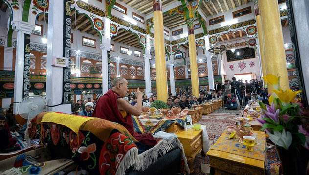 Далай-лама посетил мемориальный колледж им. Елеазара Джолдана и мечеть Имамбарга