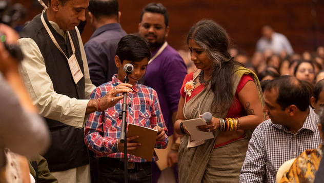 Далай-лама встретился с молодыми специалистами и студентами по просьбе общества «Видьялоке»