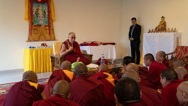 Далай-лама посетил Институт высшего образования в Бангалоре
