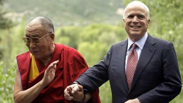Далай-лама отдал дань памяти сенатору США Джону Маккейну