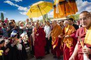 Его Святейшество Далай-лама направляется из своей резиденции на площадку для проведения учений Шевацель. Ле, Ладак, штат Джамму и Кашмир, Индия. 30 июля 2018 г. Фото: Тензин Чойджор.