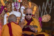 Его Святейшество Далай-лама дарует посвящение долгой жизни Белой Тары во время заключительного дня учений в Ле. Ле, Ладак, штат Джамму и Кашмир, Индия. 31 июля 2018 г. Фото: Тензин Чойджор.
