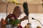 Его Святейшество Далай-лама проводит подготовительные ритуалы для посвящения долгой жизни Белой Тары во время заключительного дня учений в Ле. Ле, Ладак, штат Джамму и Кашмир, Индия. 31 июля 2018 г. Фото: Тензин Чойджор.