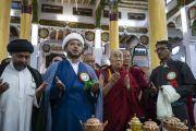 Его Святейшество Далай-лама принимает участие в молебне по прибытии в мечеть Имамбарга, расположенную в деревне Чушот Йокма. Ле, Ладак, штат Джамму и Кашмир, Индия. 2 августа 2018 г. Фото: Тензин Чойджор.