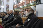 Члены мусульманского сообщества слушают наставления Его Святейшества Далай-ламы в мечети Имамбарга. Ле, Ладак, штат Джамму и Кашмир, Индия. 2 августа 2018 г. Фото: Тензин Чойджор.