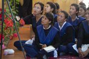Студенты государственного мемориального колледжа им. Елеазара Джолдана слушают наставления Его Святейшества Далай-ламы. Ле, Ладак, штат Джамму и Кашмир, Индия. 2 августа 2018 г. Фото: Тензин Чойджор.