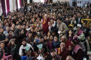 Его Святейшество Далай-лама фотографируется со студентами и преподавателями государственного мемориального колледжа им. Елеазара Джолдана. Ле, Ладак, штат Джамму и Кашмир, Индия. 2 августа 2018 г. Фото: Тензин Чойджор.