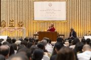 Вид на сцену во время лекции Его Святейшества Далай-ламы, организованной по просьбе общества «Видьялоке». Бангалор, штат Карнатака, Индия. 11 августа 2018 г. Фото: Тензин Чойджор.