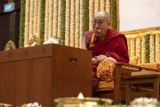 Его Святейшество Далай-лама отвечает на вопросы слушателей во время лекции, организованной по просьбе общества «Видьялоке». Бангалор, штат Карнатака, Индия. 12 августа 2018 г. Фото: Тензин Чойджор.
