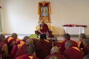 Его Святейшество встречается с монахами из разных монастырей, проходящими обучение в Институте высшего образования под эгидой Далай-ламы. Бангалор, штат Карнатака, Индия. 13 августа 2018 г. Фото: Тензин Чойджор.