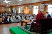 Его Святейшество Далай-лама и президент Центральной тибетской администрации Лобсанг Сенге во время встречи с участниками молодежного форума «Пять-пятьдесят». Дхарамсала, Индия. 20 августа 2018 г. Фото: дост. Тензин Джампел.