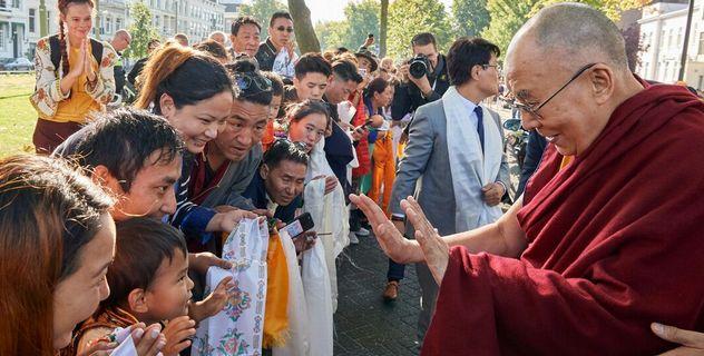 Дээрхийн Гэгээнтэн Далай Лам Нидерландын Роттердамд хүрэлцэн ирлээ
