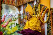 Его Святейшество Далай-лама во время подношения молебна о долгой жизни, организованного в главном тибетском храме. Дхарамсала, Индия. 3 сентября 2018 г. Фото: Тензин Чойджор.