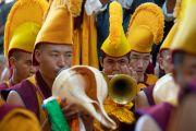 Монахи монастыря Намгьял играют на традиционных ритуальных инструментах во время молебна о долгой жизни Его Святейшества Далай-ламы. Дхарамсала, Индия. 3 сентября 2018 г. Фото: Тензин Чойджор.