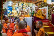 Тайские монахи читают Мангала-сутту перед началом учений Его Святейшества Далай-ламы, организованных по просьбе буддистов из Юго-Восточной Азии. Дхарамсала, Индия. 4 сентября 2018 г. Фото: Тензин Чойджор.
