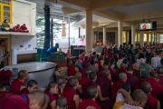 Некоторые из более чем 6000 верующих, собравшихся на учения Его Святейшества Далай-ламы в главном тибетском храме, смотрят прямую трансляцию. Дхарамсала, Индия. 4 сентября 2018 г. Фото: Тензин Чойджор.