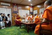 Его Святейшество Далай-лама принимает в своей резиденции  представителей тайской монашеской общины и их меценатов. Дхарамсала, Индия. 6 сентября 2018 г. Фото: Тензин Чойджор.