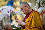 Его Святейшество Далай-лама дарует разрешение на практику Авалокитешвары во время третьего дня четырехдневных учений в главном тибетском храме. Дхарамсала, Индия. 6 сентября 2018 г. Фото: Тензин Чойджор.