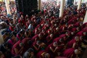 Верующие принимают обеты бодхисаттвы, даруемые Его Святейшеством Далай-ламой во время третьего дня четырехдневных учений, на которые собралось более 6000 человек. Дхарамсала, Индия. 6 сентября 2018 г. Фото: Тензин Чойджор.