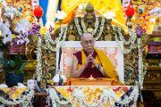 Его Святейшество Далай-лама дарует разрешение на практику Авалокитешвары во время третьего дня четырехдневных учений в главном тибетском храме. Дхарамсала, Индия. 6 сентября 2018 г. Фото: Лобсанг Церинг.