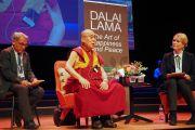 Его Святейшество Далай-лама отвечает на вопросы слушателей, собравшихся на публичную лекцию. Мальмё, Швеция. 12 сентября 2018 г. Фото: Джереми Рассел.