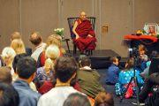 Дээрхийн Гэгээнтэн Далай Лам Швейдийн Малмо хотын Төвөд иргэд болон Төвөдийг дэмжигч нартай уулзаж байгаа нь. Швейд, Малмо. 2018.09.13. Гэрэл зургийг Жереми Рассел