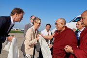 Дээрхийн Гэгээнтэн Далай Ламын Нидерланд дахь айлчлалыг зохион байгуулагч нар түүнийг угтан авч байгаа нь. Нидерланд, Роттердам. 2018.09.14. Гэрэл зургийг Оливер Адам